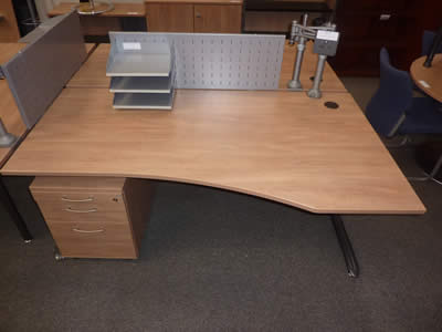 Gesika Peartree 1800x1000mm Single Wave Desk and Pedestal