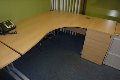 Verco Oak 1600x1200mm Radial Workstation with Pedestal