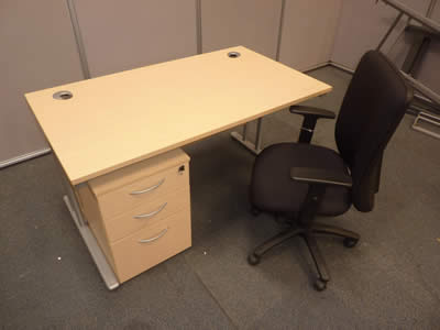 Light Oak/Maple 1400x800mm Straight Desk Including Pedestal